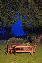 Wieczorową porą przed domem